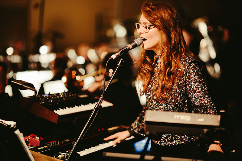 Hannah-Peel-and-Tubular-Brass--800px